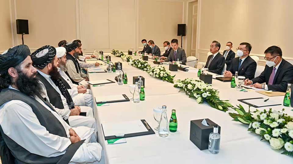 Chinese FM Meets With Afghan Interim Government Delegation During Qatar Visit